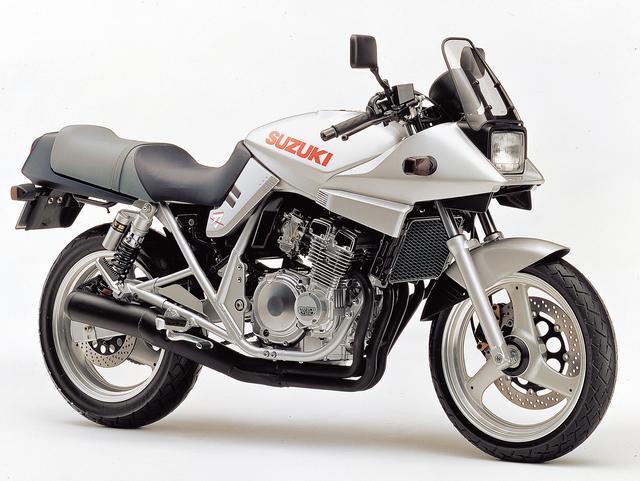 画像: 熱狂的なファンの多いGSX1100Sカタナのデザインを、フレームの形状なども含めてそっくりそのまま見事に250ccのサイズにスケールダウンして、カタナ独特のスタイルを忠実に再現してみせた個性派モデル。エンジンはGSX-R250をベースにしたものを搭載していた。 ●水冷4ストDOHC4バルブ並列4気筒●248cc●40PS/13500rpm●2.7kg-m/10000rpm●160kg●110/70-17・140/70-17●56万5000円