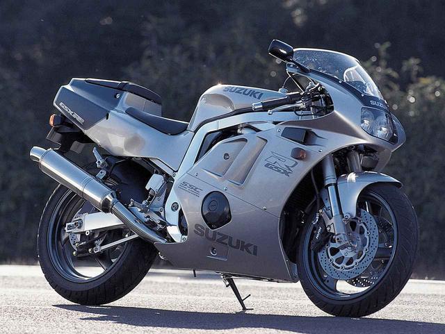 画像: <ヨンヒャク今昔物語>Suzuki GSX-R400R(1990年) - webオートバイ