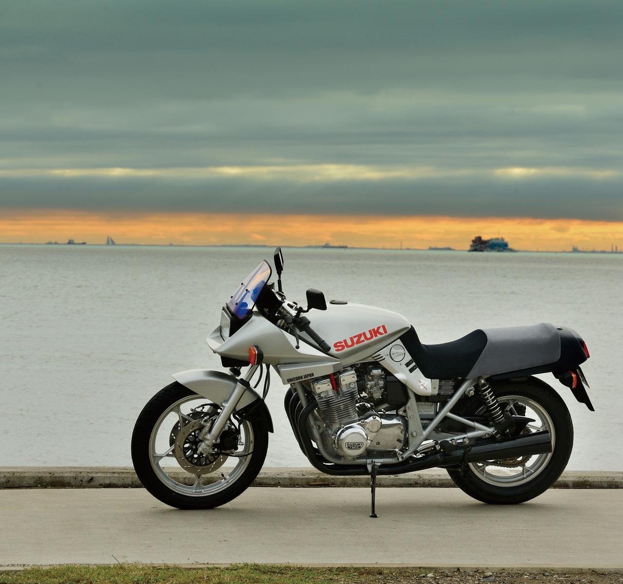 Images : 1番目の画像 - 「衝撃のデビューからはや35年今なお古さを感じさせない魅力的スタイル『SUZUKI GSX1100S』#RIDE」のアルバム - webオートバイ