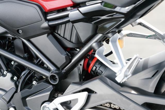 画像: 「車体の剛性バランスの最適化により、タイヤがどこに接地しているのか手に取るようにわかる」と伊藤さんは絶賛する。