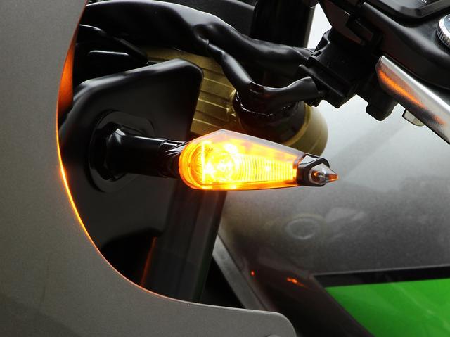 画像: Z900RS/CAFE LEDダガーウインカーkit – ハリケーン-大阪単車用品工業株式会社-