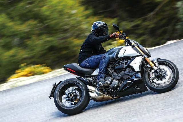 画像1: 随所に感じるバイクの進化とドゥカティらしい味付け