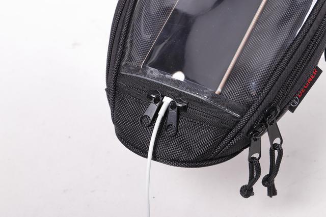 画像4: スマホホルダーと小物入れを兼ねるお手頃タンクバッグ