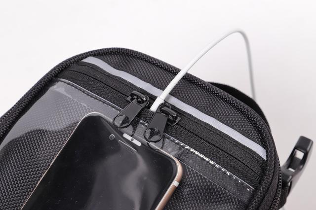 画像3: スマホホルダーと小物入れを兼ねるお手頃タンクバッグ