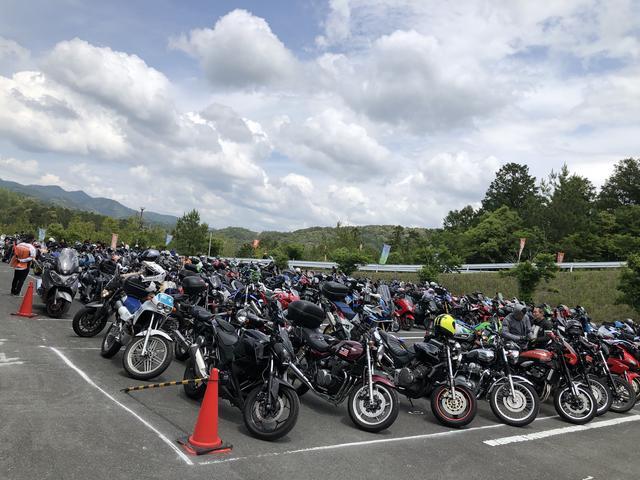 画像4: 会場のデイトナ本社には、2200台のバイクが来場!