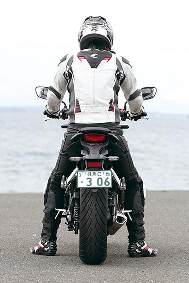 Images : 3番目の画像 - 「目指すは違いが分かるライダー!? 注目のスポーツネイキッド選ぶならどれ⁉「CB650R/Z650/MT-07/SV650 ABS」」のアルバム - webオートバイ