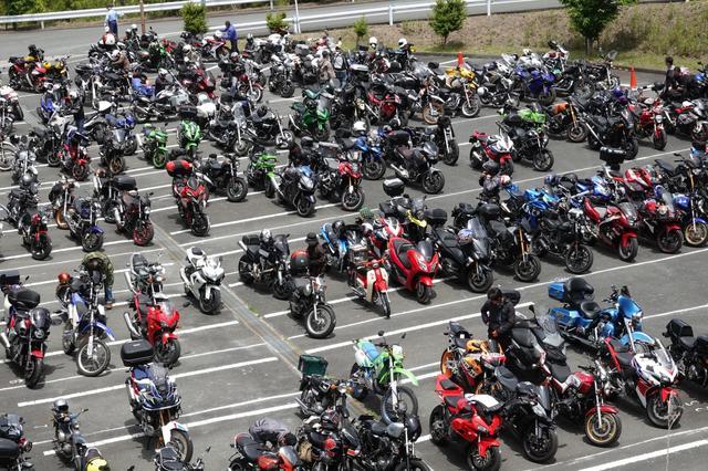 画像: 何色のバイクが一番多いかな。