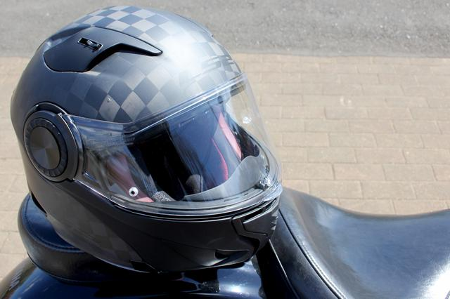 画像: システムヘルメットの安全性