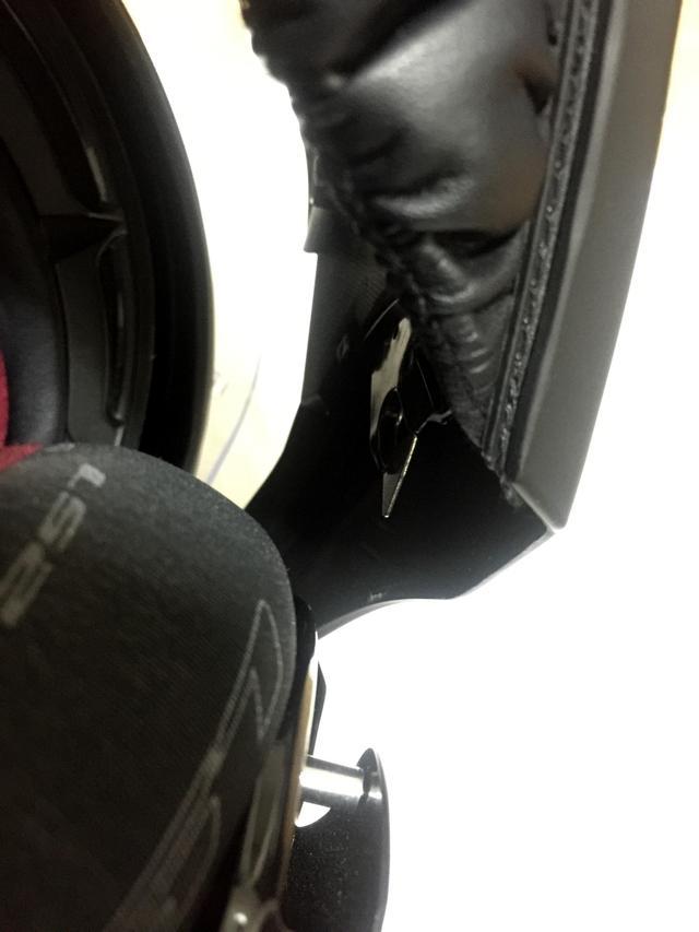 画像: 手前の短く伸びてる金属棒に、顎(画像上部)の固定金属が接合するので安全性はばっちり!