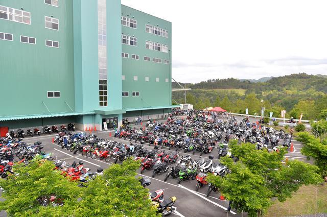 画像3: 会場のデイトナ本社には、2200台のバイクが来場!