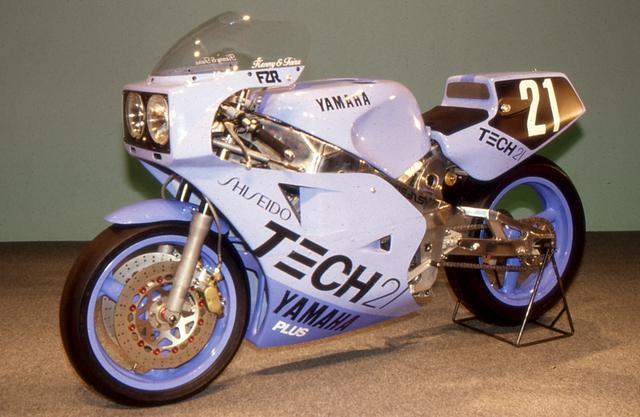 画像: こちらは1985年当時のカラー。機種はFZR750。