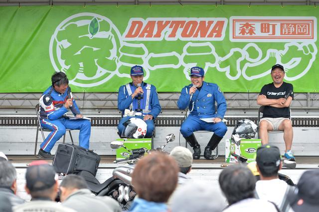 画像: 袋井警察の担当者による「交通安全ステージトーク〜生涯現役! 安全にバイクを楽しもう〜」のひとコマ。