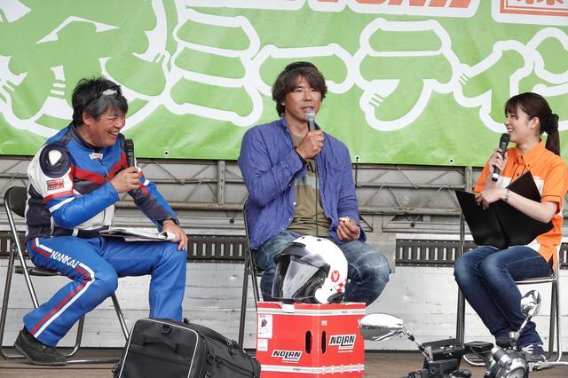 画像: ラリースト三橋淳さん(中央)によるステージトークも開催。ラリーレースの話題から、ガンダムの話まで、話題は予想不可能な方向に(笑)