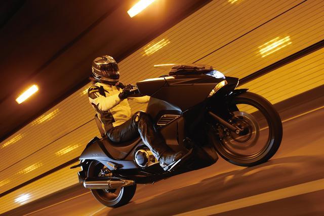 画像1: 外観は斬新でユニークだが中身は素直で優しいバイク