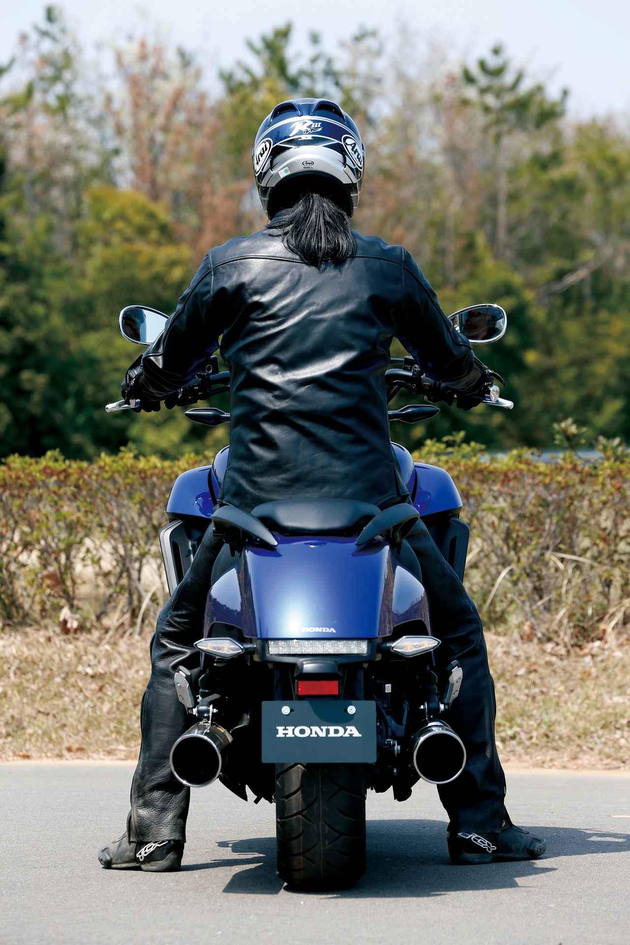 Images : 11番目の画像 - 「F6Cのデザインは「猛獣が獲物に襲いかかるイメージ」をモチーフにしている『HONDA GOLDWING F6C』(2014年)」のアルバム - webオートバイ
