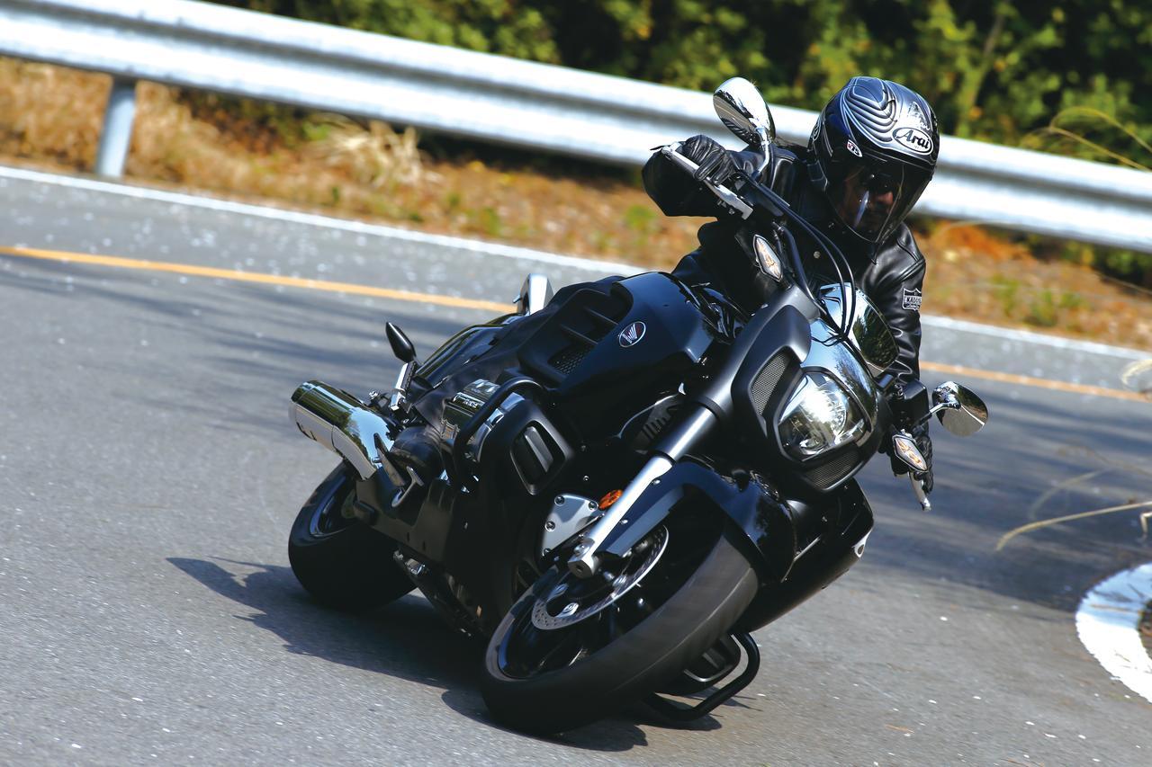 Images : 3番目の画像 - 「F6Cのデザインは「猛獣が獲物に襲いかかるイメージ」をモチーフにしている『HONDA GOLDWING F6C』(2014年)」のアルバム - webオートバイ