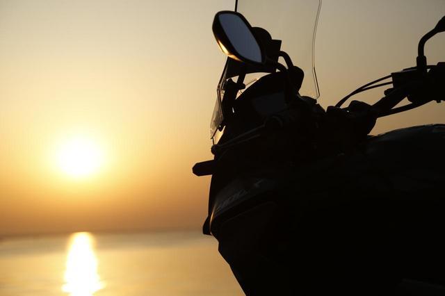画像: 早起きって気持ちいいですね!こんなふうにじっくり朝日を眺めるのは元旦以来でしょうか?最高の朝日が名残り惜しいですが、これから500km先の千里浜を目指します!