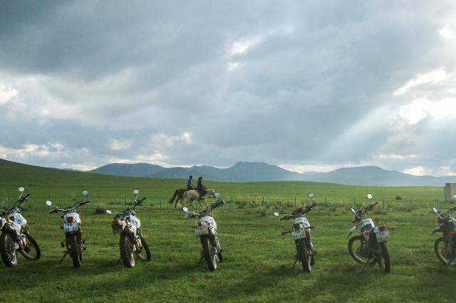画像3: 大草原をバイクだけでなく馬でも走れる魅惑の6日目。「【モンゴル】冒険家・風間深志と行く!!地球を守れ・遊べ!植林&オフロードツーリング」