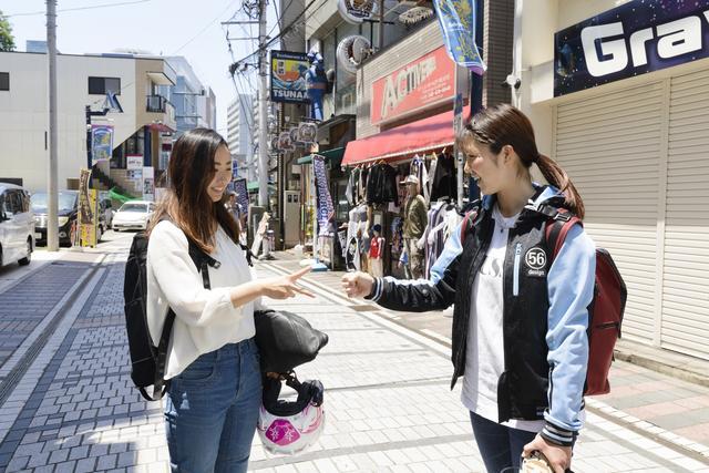 画像2: 第一目的地!横須賀・どぶ板通り!