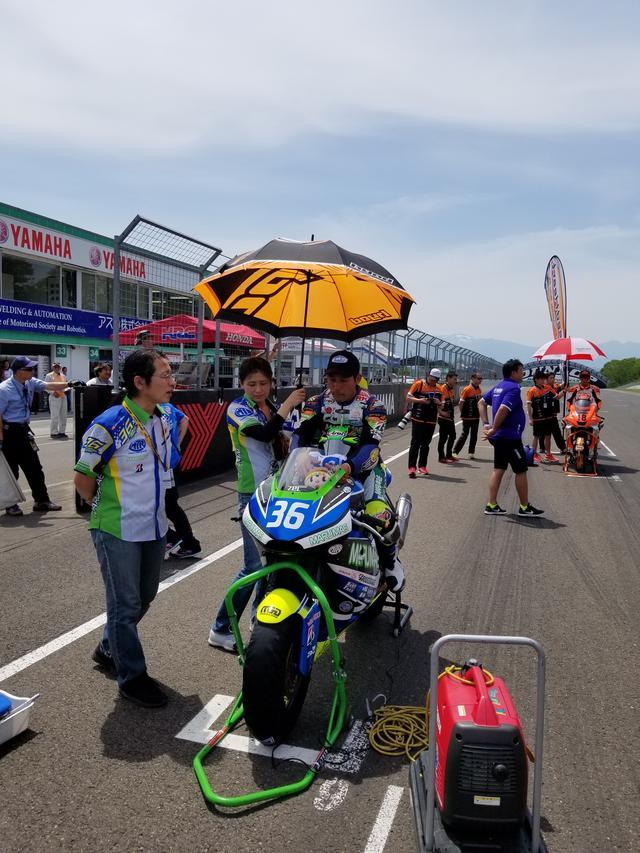 画像6: 前半の楽しい雰囲気とは一転。 いよいよ決勝レース! まずはJ-GP2