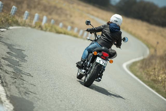 画像3: 平嶋夏海×KAWASAKI W800 STREET【オートバイ女子部のフォトアルバム】