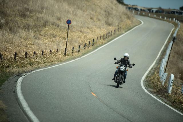 画像1: 平嶋夏海×KAWASAKI W800 STREET【オートバイ女子部のフォトアルバム】
