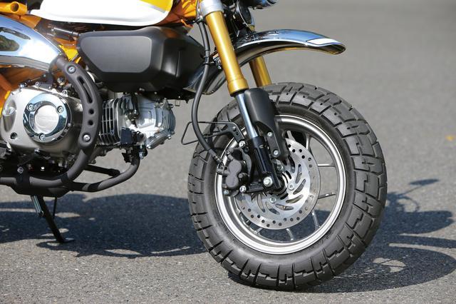 画像: 倒立フォークに2ポッドキャリパーとφ220㎜ディスクを装備。ABSは前輪のみだ。