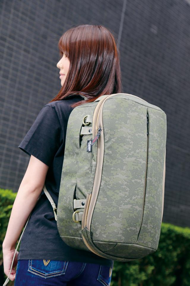 画像3: 被視認性向上のためバッグ全周にリフレクターが付いていればさらに安心