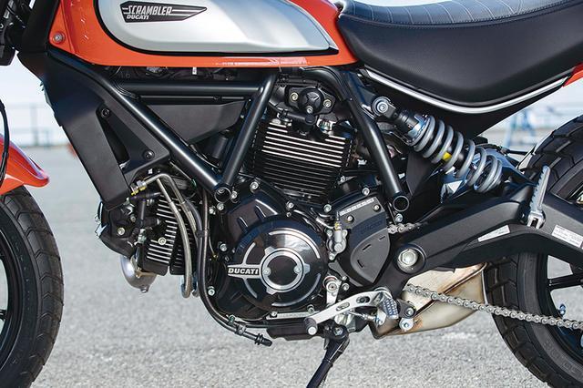 画像: エンジンの仕上げも変わり、ブラック塗装仕上げのシリンダーヘッドを採用している。