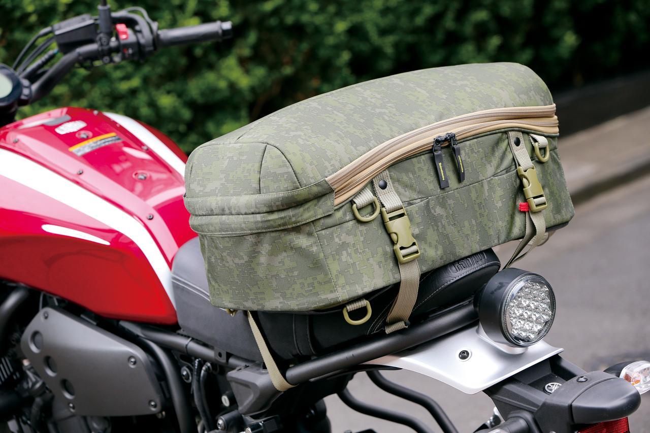 画像: [サイズ] 長さ31㎝×幅48㎝×高さ21〜28㎝   [容量] 29〜39L [カラー] オリーブドラブ、ブラック [ 問 ] ゴールドウイン   TEL.0120-307-560 http://www.goldwin.co.jp/motorcycle/