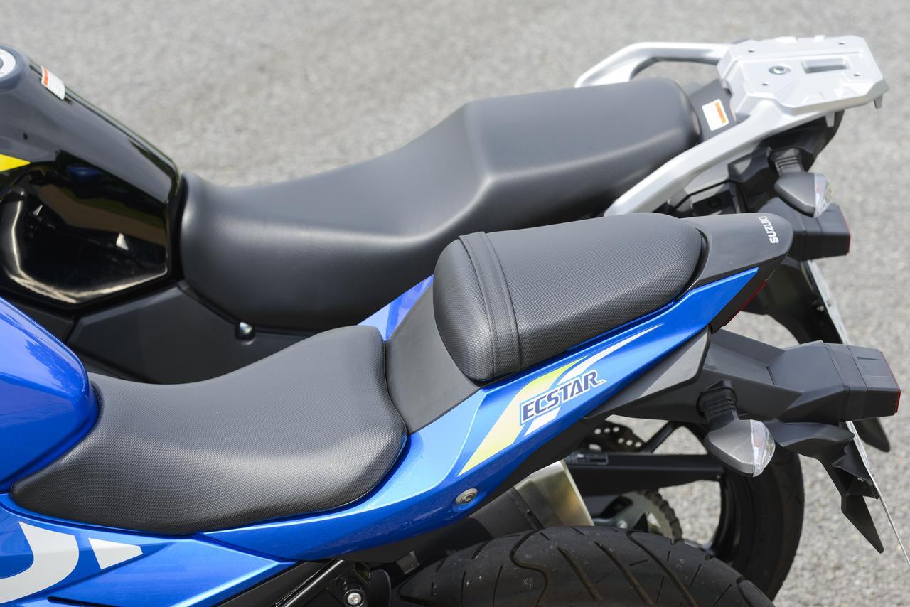 画像2: GSX250Rのシート高は790mm。Vストローム250ABSのシート高は800mmです。