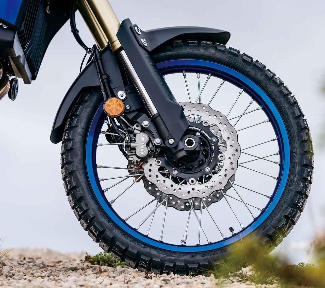 画像: オフロードタイヤを履いたり、泥の中を走った時の詰まりを軽減するため、フェンダーは上下にスライドできるようにマウントされている。