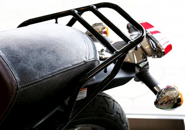 画像: リアシートにバッグを積んでみました!