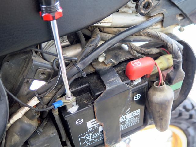 画像2: よみがえれ、XR250! バッテリーの脱着と充電方法をレポート