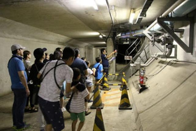 画像: アクアトンネル緊急避難通路探検