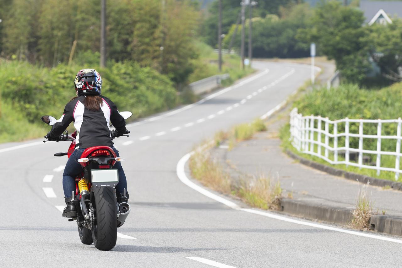 Images : 12番目の画像 - 「平嶋夏海の「つま先メモリアル」(第4回:Ducati モンスター797)」のアルバム - webオートバイ