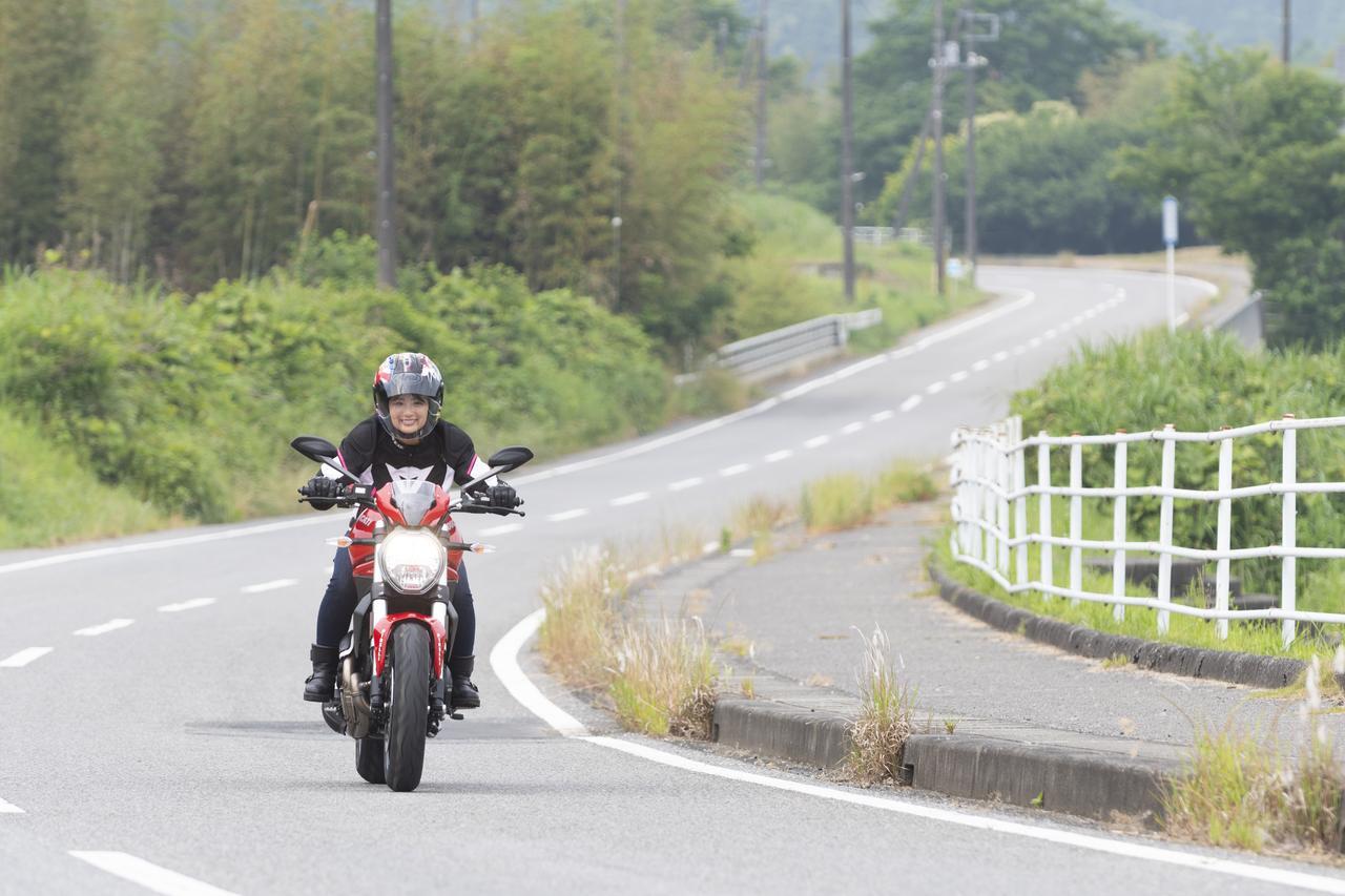 画像1: 平嶋夏海の「つま先メモリアル」(第4回:Ducati モンスター797)