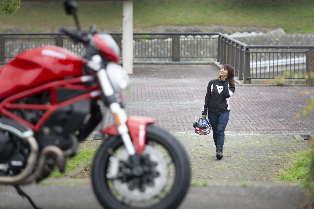 Images : 10番目の画像 - 「平嶋夏海の「つま先メモリアル」(第4回:Ducati モンスター797)」のアルバム - webオートバイ