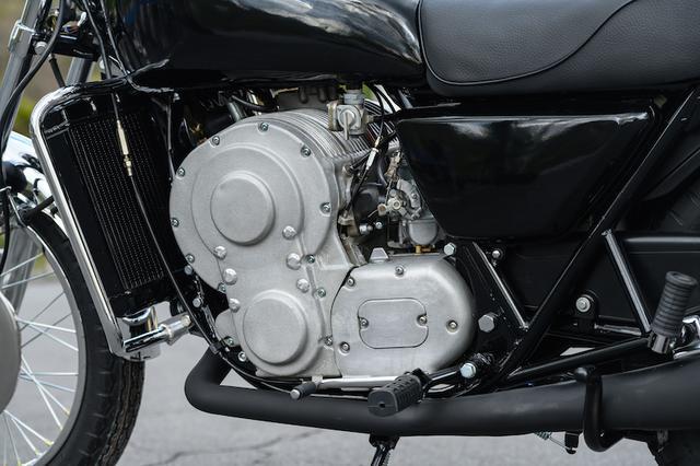画像: エンジンはこんな変わったカタチです。