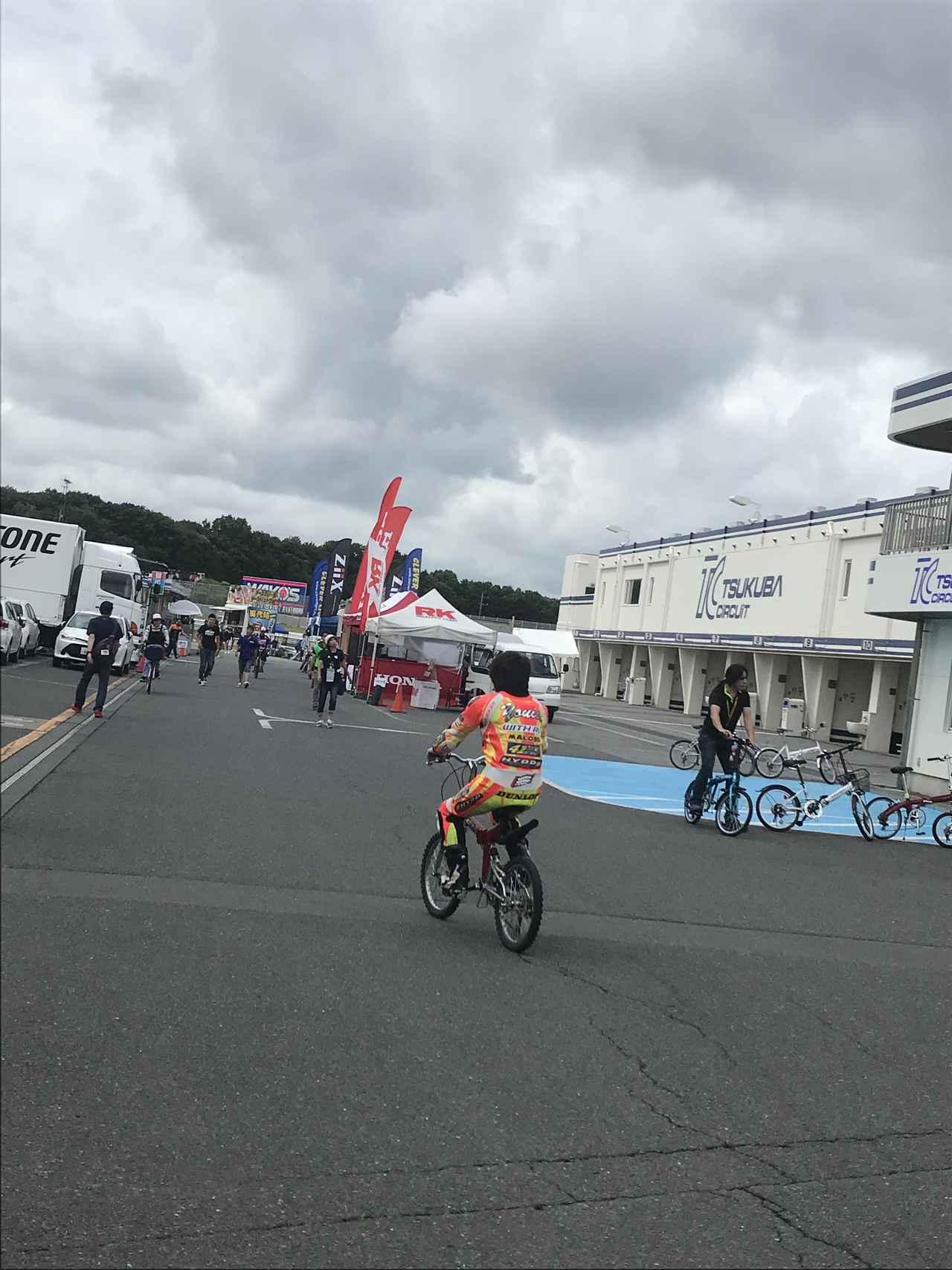 画像: ライダーさんは自転車の運転も上手なのかな...?! なんて思ったり。笑