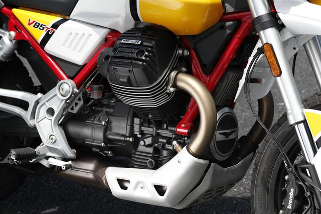 画像: 80 HPを発揮する、伝統の縦置きVツインエンジンはアドベンチャーモデルに合った、滑らかでトルキーなパワー感が魅力。扱いやすさは十分だ。