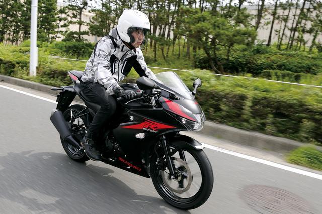 画像: スズキの誇るスーパースポーツGSX-Rシリーズの末弟がこの125。その名に恥じないフルカウルボディを持ち、水冷4ストDOHC4バルブ単気筒をダイヤモンドフレームに搭載。セパハン&バックステップ、それでいて乗り手を選ばない歴代125ccを代表する本格スポーツバイク。2018年カラーの撮影車はMFD東京からお借りしました。 価格:38万6640円