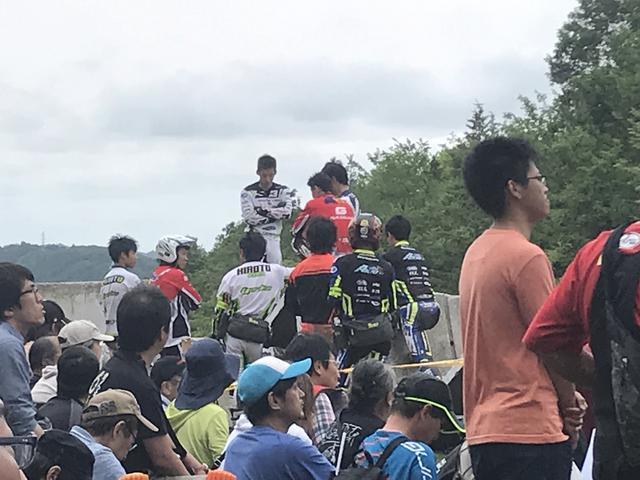 画像2: 走行中は真剣勝負! でも、セクションの待ち時間はみんな仲良しで雰囲気が温かい。