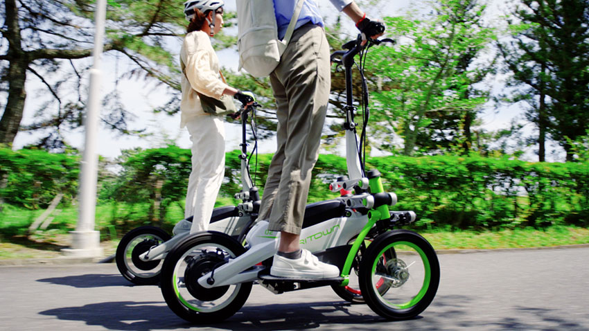 画像: 「東京モーターショー」などに出品したフロント2輪の小型電動立ち乗りモビリティ 「TRITOWN」 を使った公園ガイドツアーによる実証実験  - 広報発表資料 | ヤマハ発動機
