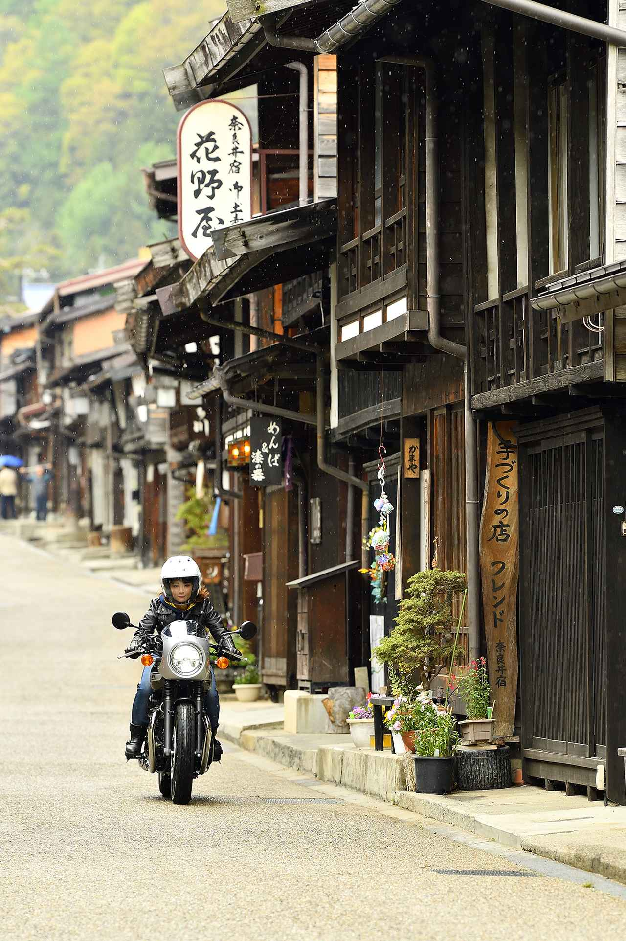 画像7: 平嶋夏海×KAWASAKI W800 CAFE【オートバイ女子部のフォトアルバム】