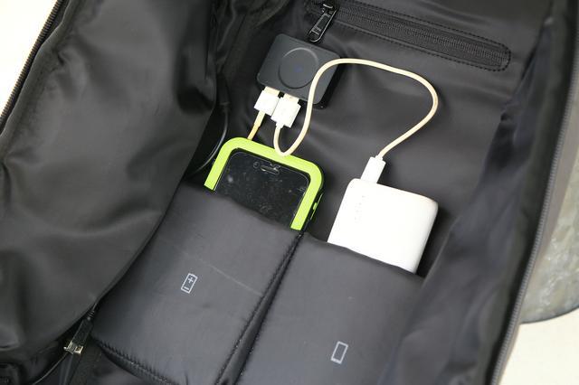 画像: ※バッグ自体に蓄電する機構はそなわっていませんので、モバイルバッテリーなどをご使用ください。