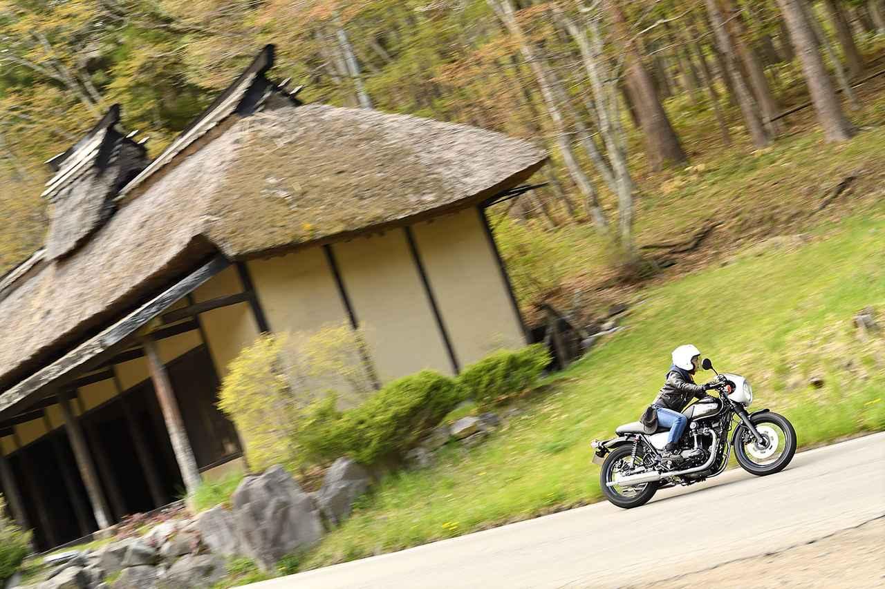 画像3: 平嶋夏海×KAWASAKI W800 CAFE【オートバイ女子部のフォトアルバム】