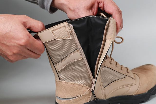 画像2: 革ではなくハイブリッド素材で作るという発想はさすが