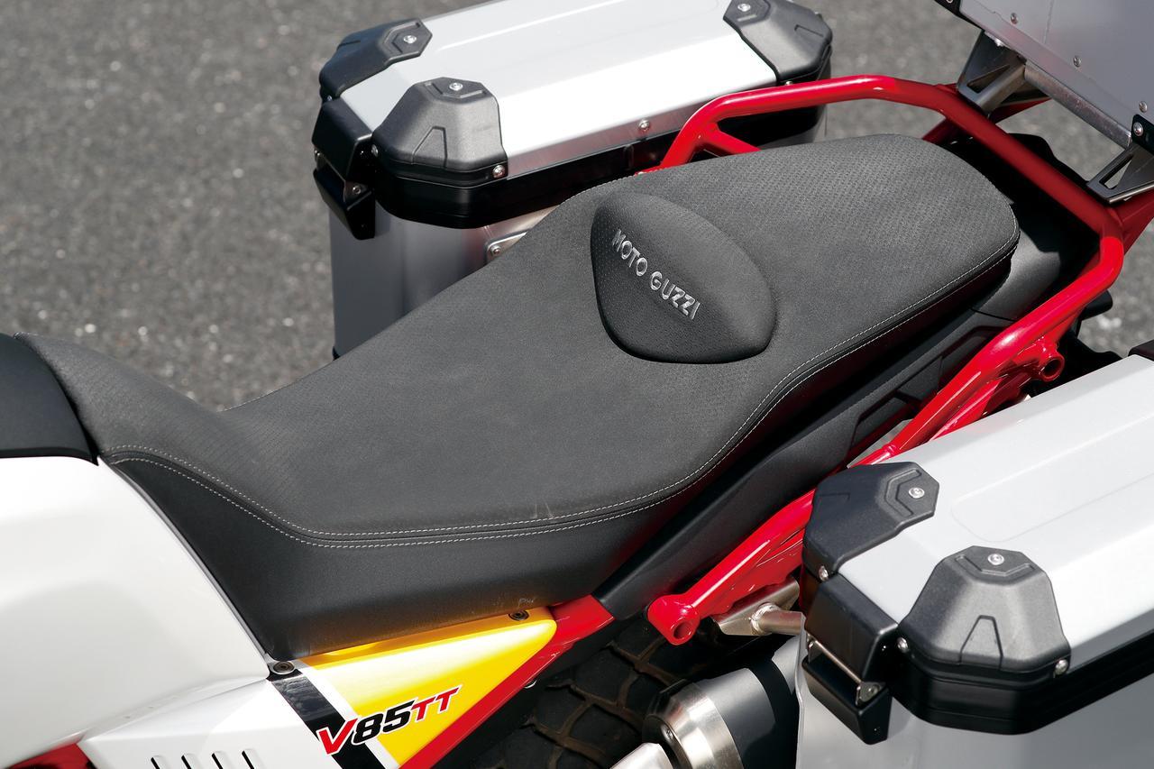Images : 8番目の画像 - 「伝統の縦置きVツインが生み出すアドベンチャーの新境地!『MOTO GUZZI V85TT』(2019年) #試乗インプレ」のアルバム - webオートバイ