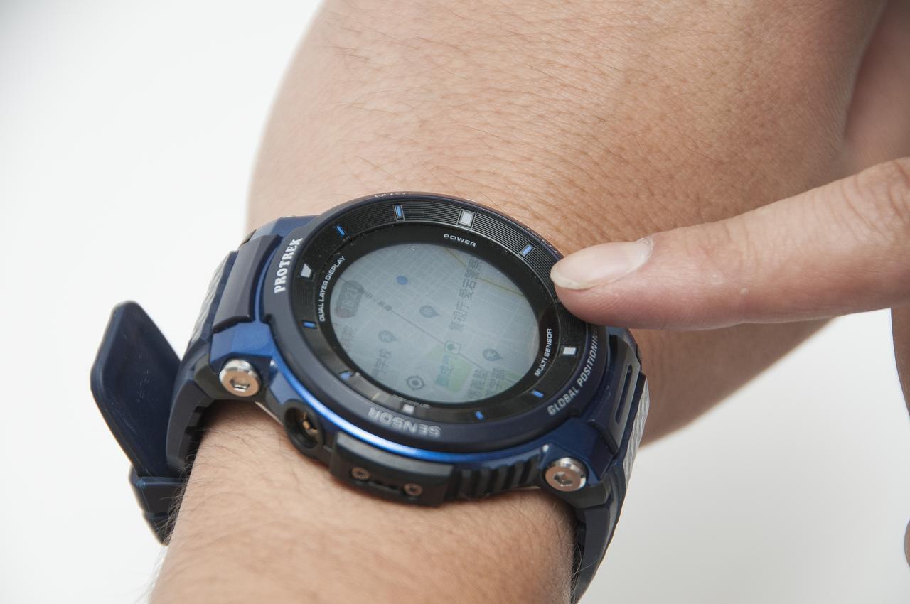 画像: スマートフォンのように指で操作できる腕時計